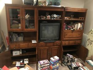 "3 piece entertainment center comes with 32"" tv"