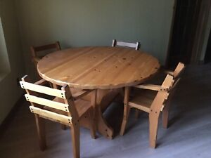 Country style hand made pine table and chair set