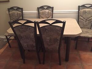 Kitchen table + 6 chairs great condition