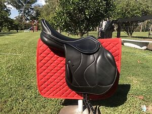 """Black jumping saddle 18"""" Medowie Port Stephens Area Preview"""