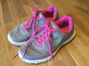 Girls SZ 5 FILA Grey Pink Lace Up Runners Non Mark Soles GUC