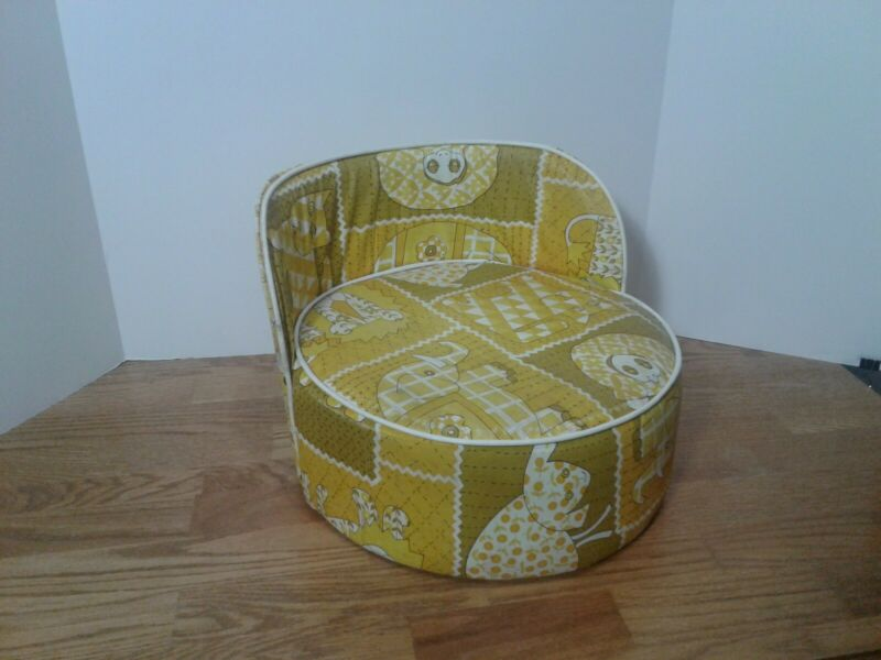Vintage Toddler Child Baby Booster Seat High Chair Vinyl Zoo Animals Yellow