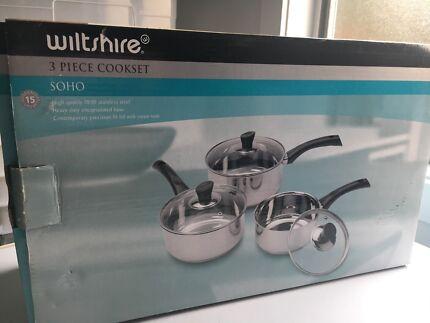 Brand New 3 piece saucepan set