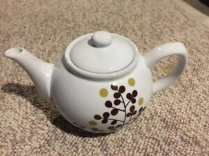 Brand New 4 cup Tea Pot