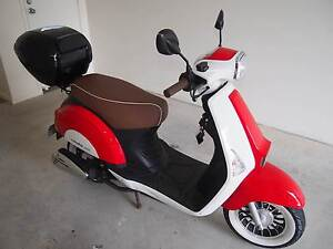 VMOTO REVIVAL 50cc 4 stroke Scooter near new! Wynnum Brisbane South East Preview