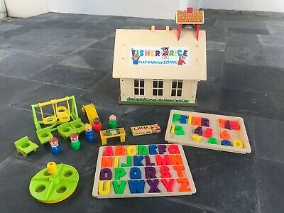 VINTAGE FISHER PRICE LITTLE PEOPLE #923 PLAY FAMILY SCHOOL