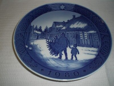 Royal Copenhagen Christmas Plate; Bringing Home The Christmas Tree; 1980