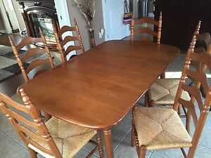 Best offer takes it! Solid vilas maple dining room set