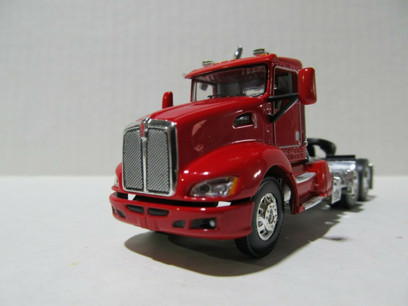 DCP / FIRST GEAR 1/64 SCALE T-660 KENWORTH DAY CAB RED & CHROME  GRAY ENGINE