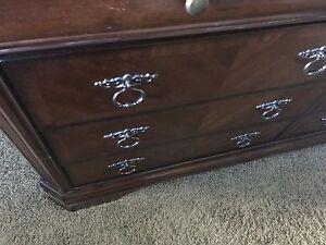 9 drawer dresser *reduced*
