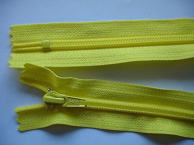 1 Stück Reißverschluß YKK gelb  71cm lang, nicht teilbar Y68