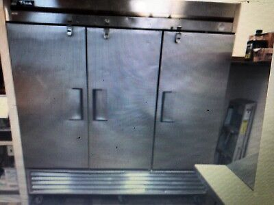 Freezer True T-72f Three Door Stainless Steel On Castors. Serial 1707558 84h X
