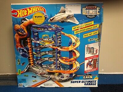 Hot Wheels Super Ultimate Garage Playset 4 Cars 1 Jet Plane Building Gorilla