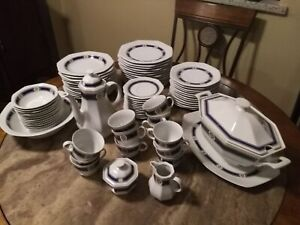 Dining dishes set