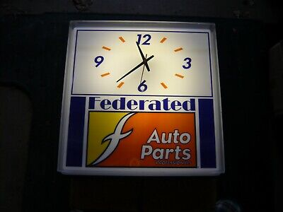 VINTAGE FEDERATED AUTO PARTS WALL ADVERTISING CLOCK LIGHTS & WORKS