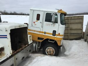 1985 International Cabover truck