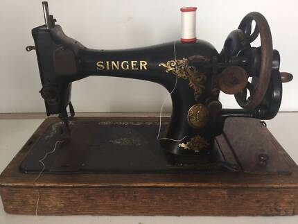 Antique hand crank singer sewing machine with wooden case 1910