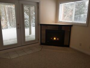 SHARE STUNNING 2 BEDROOM ON FOREST/WALKING TRAILS! AVAIL. NOW