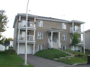 Grand 51/2 + Garage. A louer Trois Rivières. Pour mi décembre