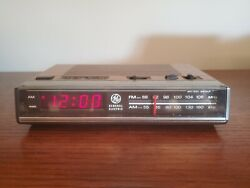 Vintage GE General Electric 7-4624B FM/AM Electronic Digital Alarm Clock Radio