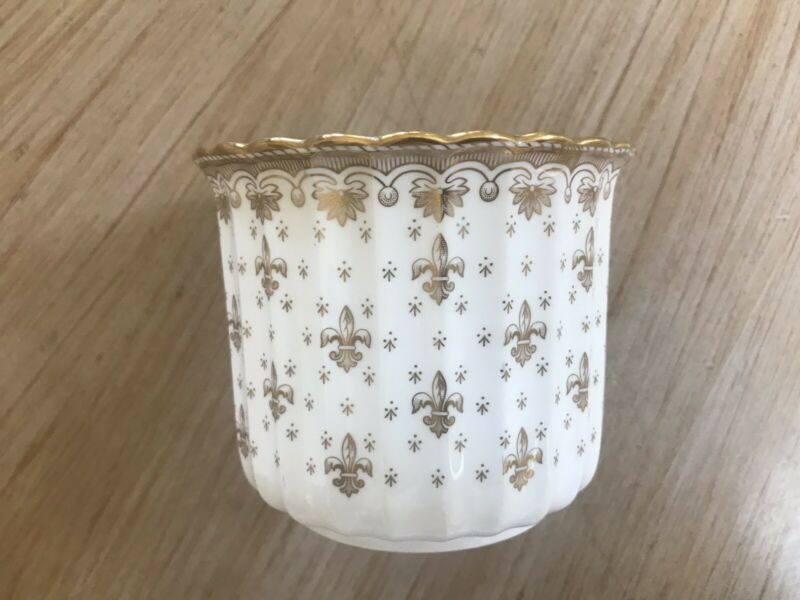 Spode , FLeur De Lys Gold Y8063 , Cache Pot, Fine Bone China, Made in England