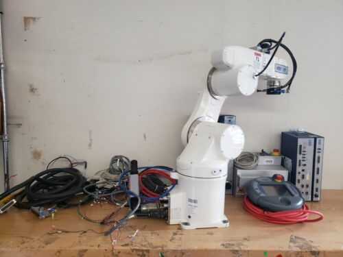 Adept Viper S650 Cleanroom Robot With Controller, Pendant, Aligner, Cables Etc