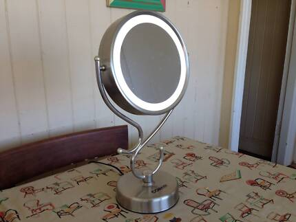 LIGHTED MAKEUP MIRROR - AS NEW UNDER WARRANTY (was $49.95 new)