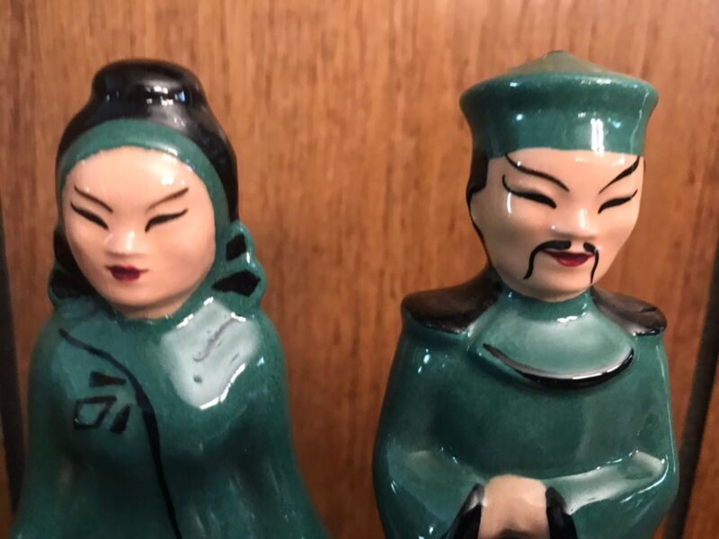 VINTAGE ORIENTAL, ASIAN MAN & WOMAN PAIR SALT & PEPPER SHAKERS FIGURINES, GREEN