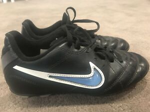 Boys youth soccer cleats Size 3Y