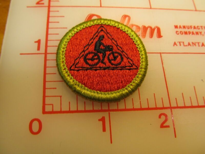 CYCLING merit badge plastic backed with triangle patch (oP)