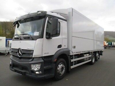 Mercedes-Benz 2536 Antos, Kettliner light