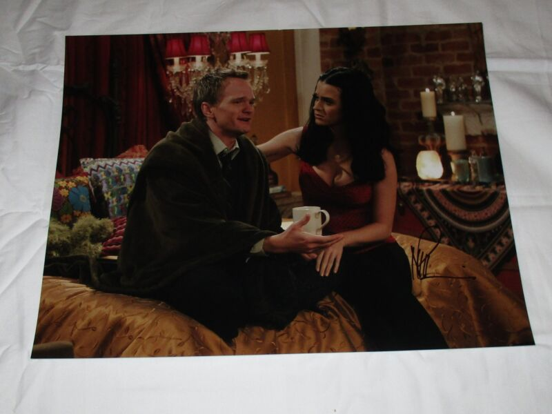 NEIL PATRICK HARRIS SIGNED HOW I MET YOUR MOTHER 11X14 PHOTO