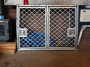 Dog cage  with dual swinging doors Romaine Burnie Area Preview