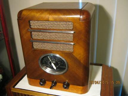 WANTED TO BUY VALVE RADIOS Canning Vale Canning Area Preview
