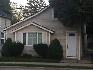 Single detached home for rent in Waterdown!