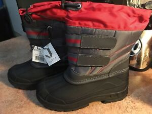 BNWT Boys Size 2 Winter Boots