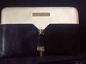 Wallet and handbags Dubbo Dubbo Area Preview