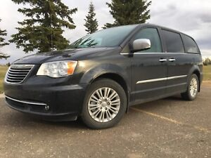 2014 Chrysler Town and Country LIMITED- every option!