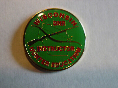 1976 Shotgun Trap Skeet Clay Target Shooting European Champions Gun Pin Badge