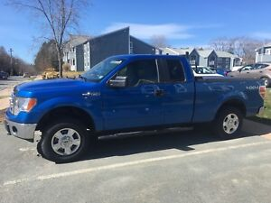 2014 Ford F-150 XLT 4x4 .. ONLY 42,000km! Like New