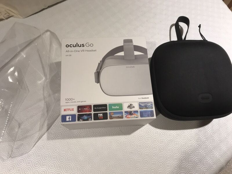 Oculus Go All-in-One VR Headset 64GB + Oculus Brand Case Excellent Condition