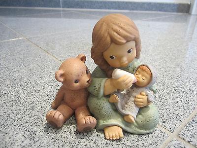 *1437* Goebel Nina Marco Figur Limpke Mädchen mit Baby & Bär