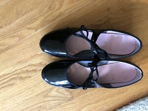 Tap shoes - size 8-8.5 womens