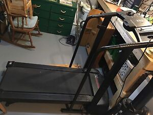 Weslo Cadence 1015 Treadmill lightly used, good condition