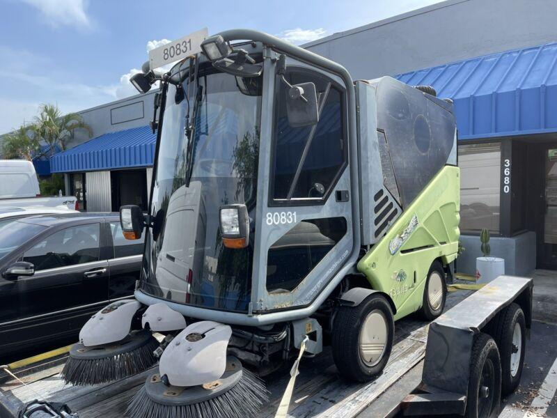Tennant Green Machine 636 Ride-on Sweeper,street Sweeper,parking lot  - Diesel