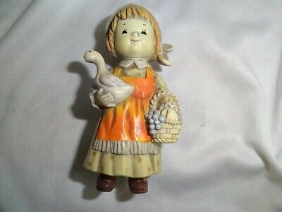 alte Figur Mädchen mit Gans aus hartem Kunststoff Bakelit ? (Gans Mädchen)