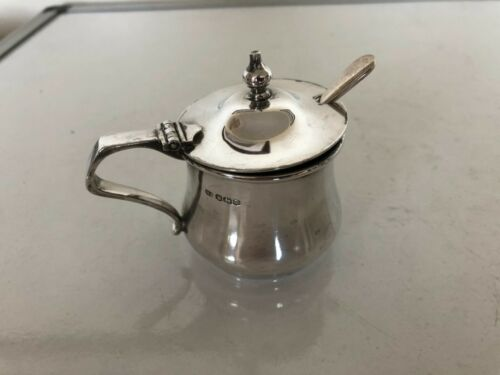 STERLING SILVER MUSTARD POT WITH A NON MATCHING SILVER SPOON (SHEFFIELD 1947)