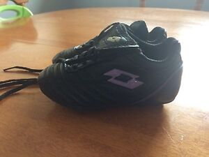 Girls size 8 soccer cleats