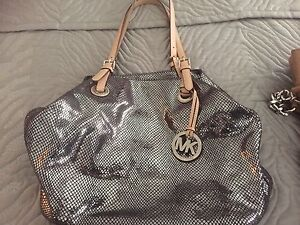 Micheal Kors authentic purse medium size Tote