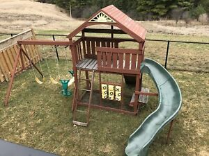 Swing and play set, looking for a new home, Free